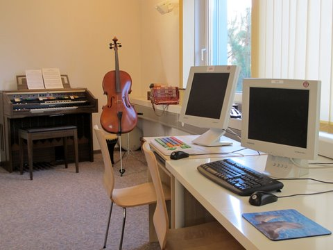 Computer und Cello musicroom
